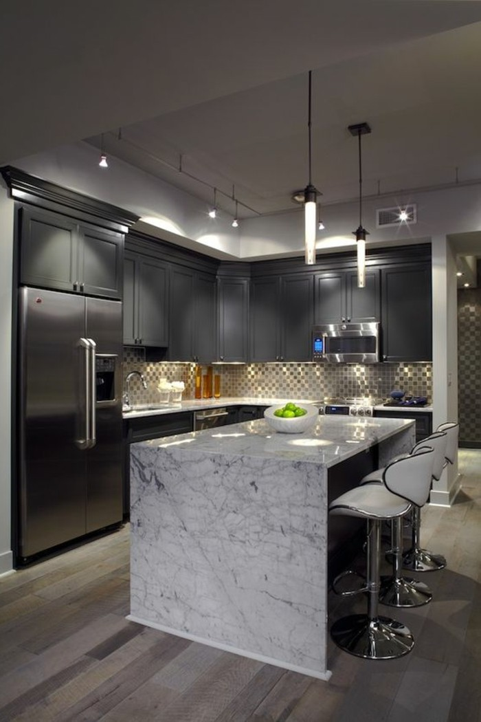 Arbeitsplatte-Marmor-graue-küche-gestaltung
