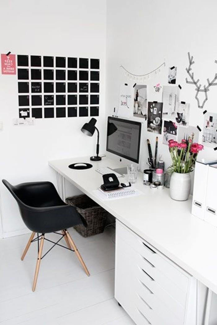 Arbeitszimmer-zu-Hause-einrichten-weißes-Interieur-schwarzer-Stuhl-als-Akzent