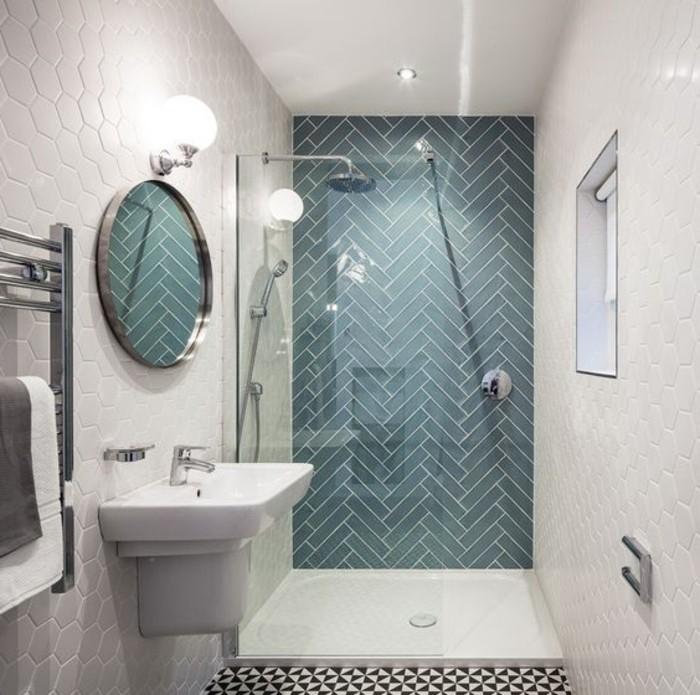 Badezimmer-mit-verschiedenen-Modellen-Badfliesen