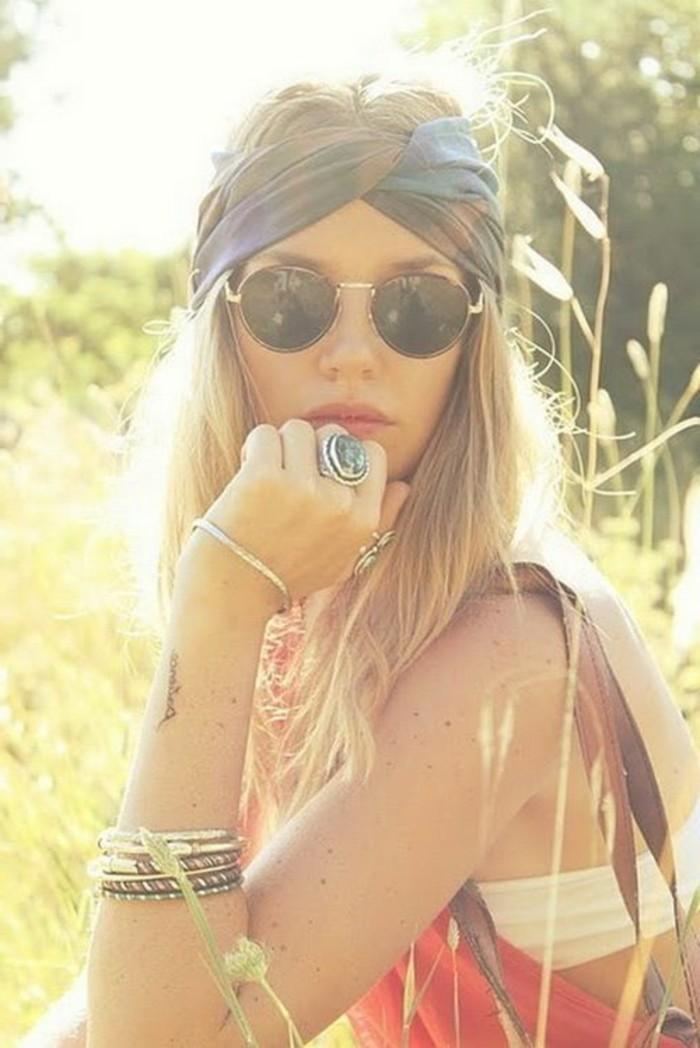 Boho-Chic-Styling -Frisur-Idee-für-lange-Haare-Sonnenbrille