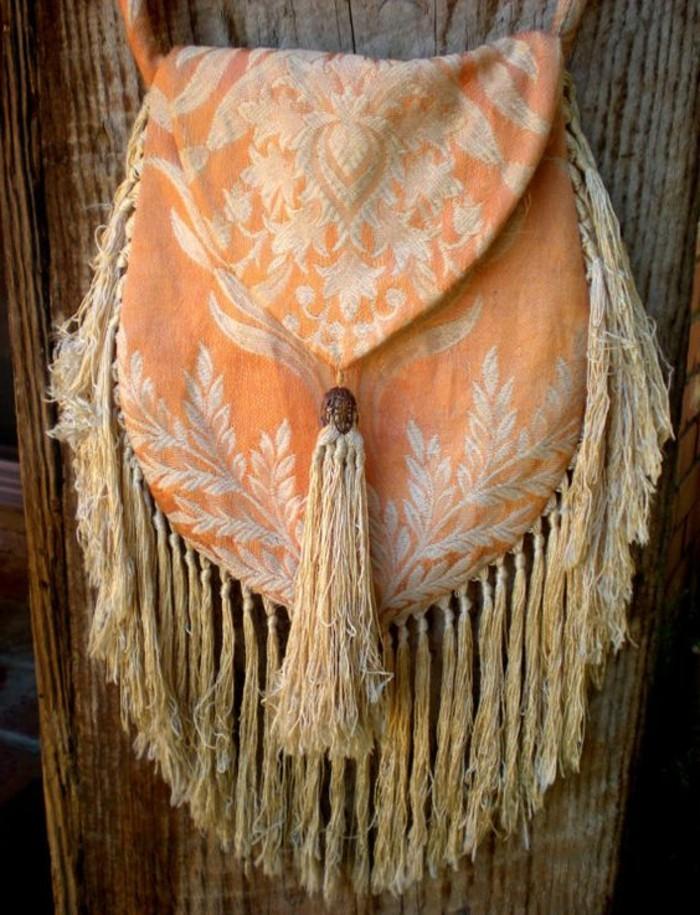 Boho-Handtasche-aus-Textil-mit-Fransen