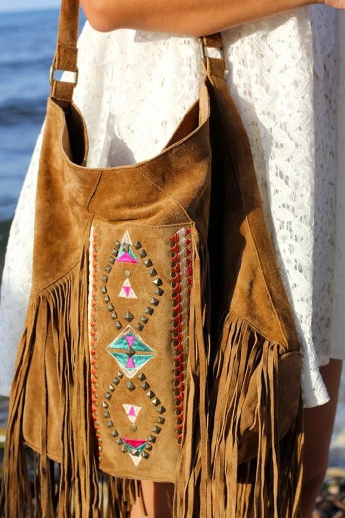 Boho-Modell-Handtasche-aus-Samt-mit-Dekoration-und-Fransen