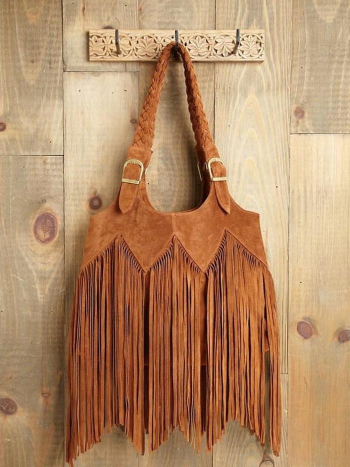 Boho-Tasche-aus-Samt-bedeckt-mit-Fransen
