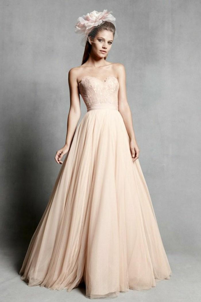 Brautkleid-50er-jaren-mit-haarschmuck