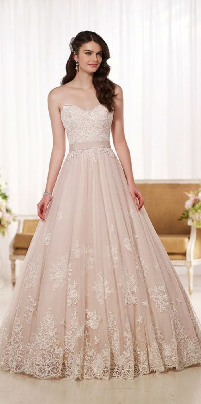 Brautkleid-farbig-rosig-schleife