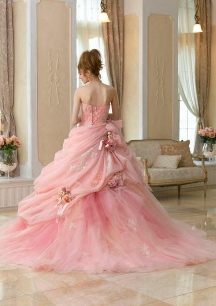 Brautkleid-in Pink-blumen-schmuck