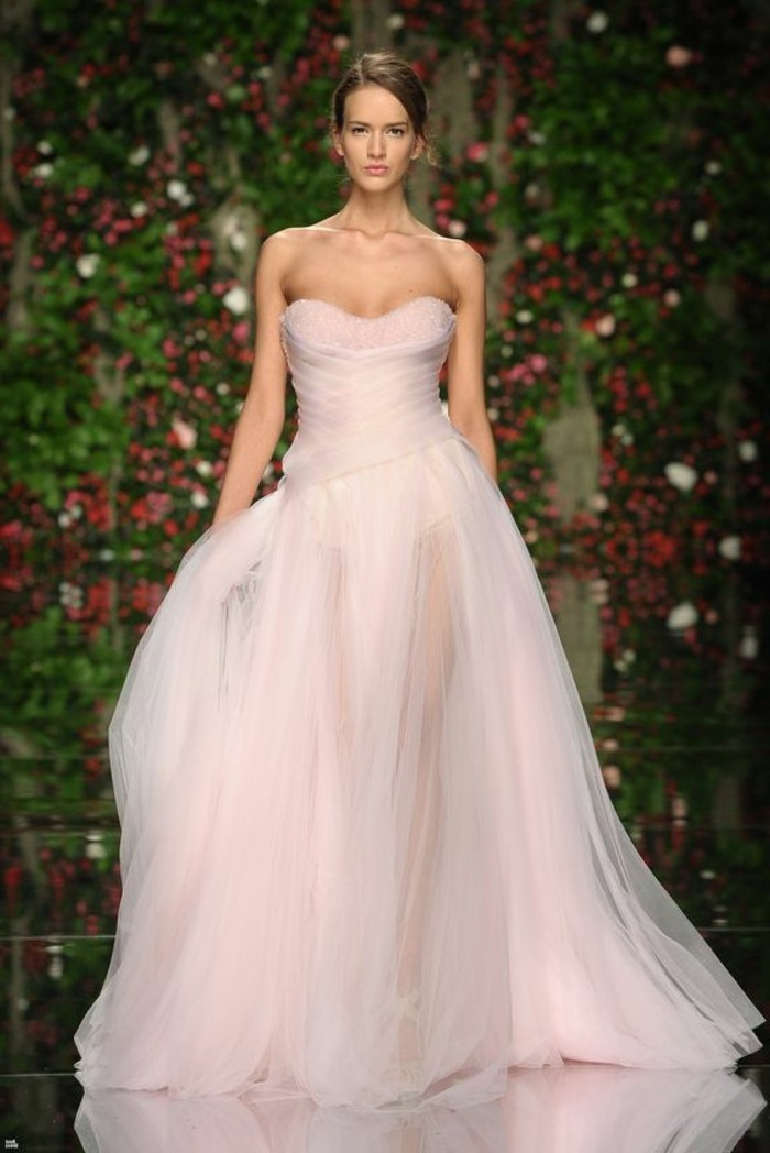 Brautkleid-in Rosa-haute-couture