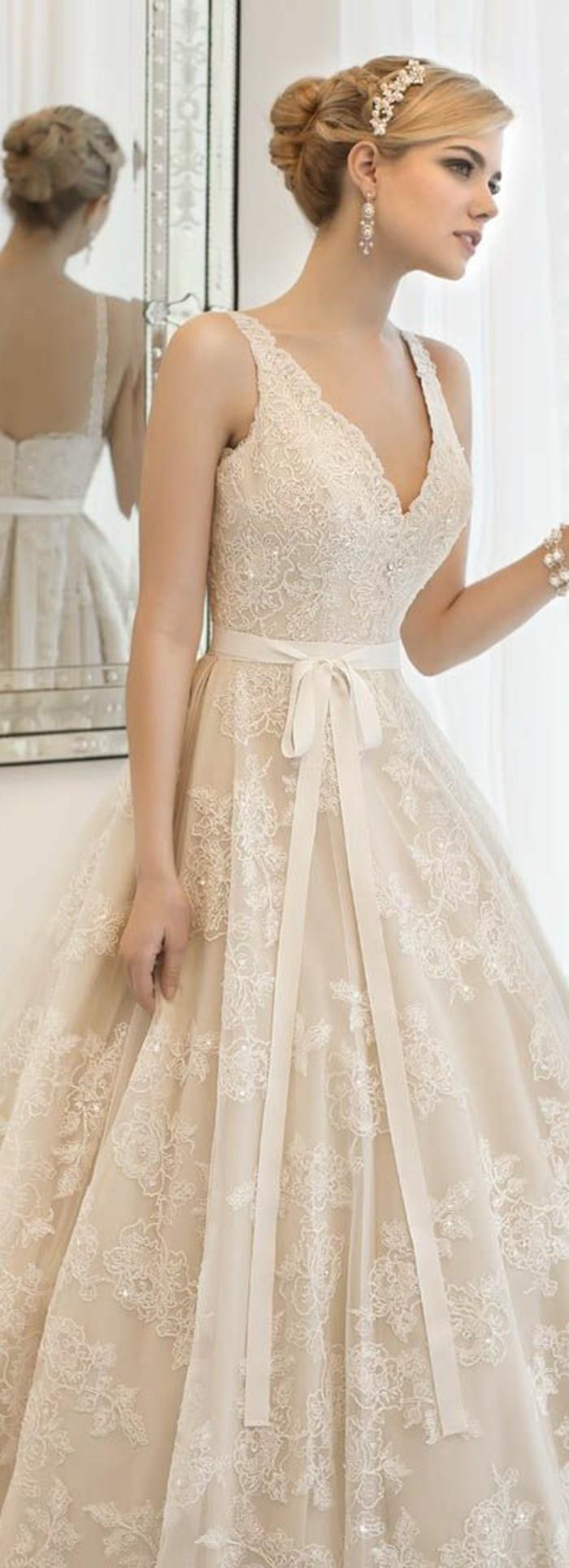 Brautkleid-in Rosa-hell-mit-schleife