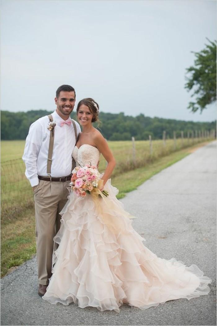 Brautkleid-in Rosa-mit-schleppe-