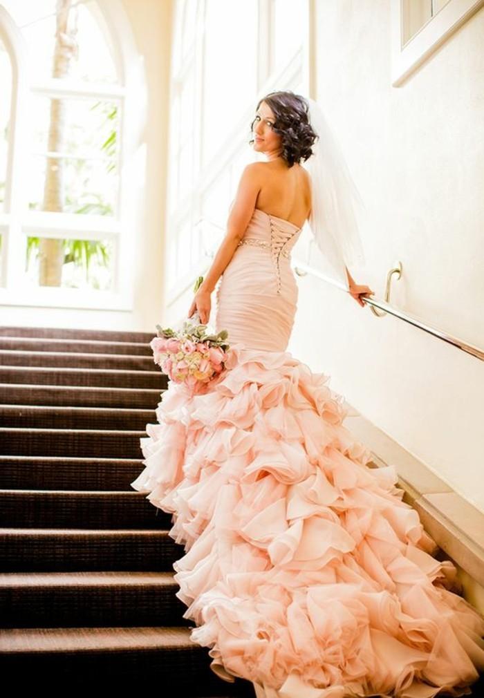 Brautkleid-in Rosa-mit-schleppe