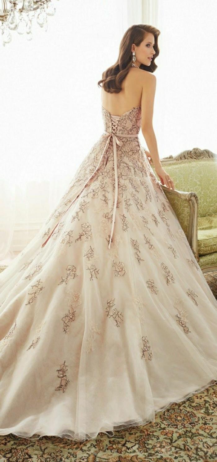 Brautkleid-in-Rosa--mit-spitze