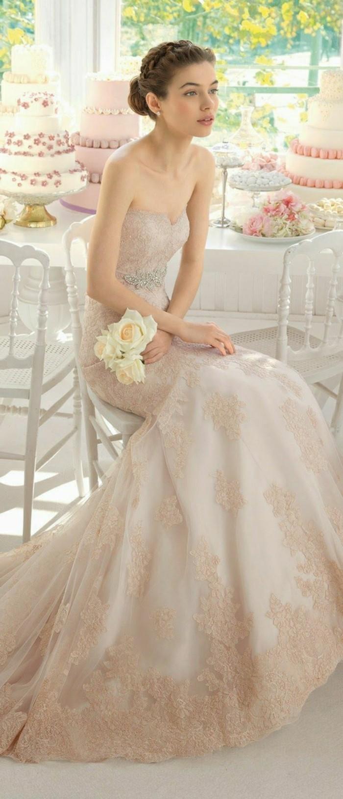 Brautkleid-in-Rosa -und-blumenstrauß-weißer-rosen