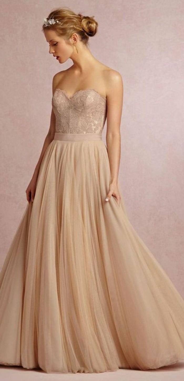 Brautkleid-in-Rosa-und-haarschmuck