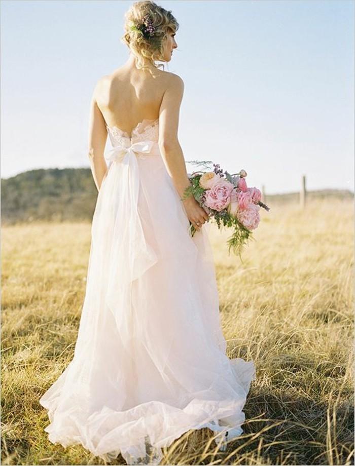 Rosa-Brautkleid-mit-schleife-rückenfrei
