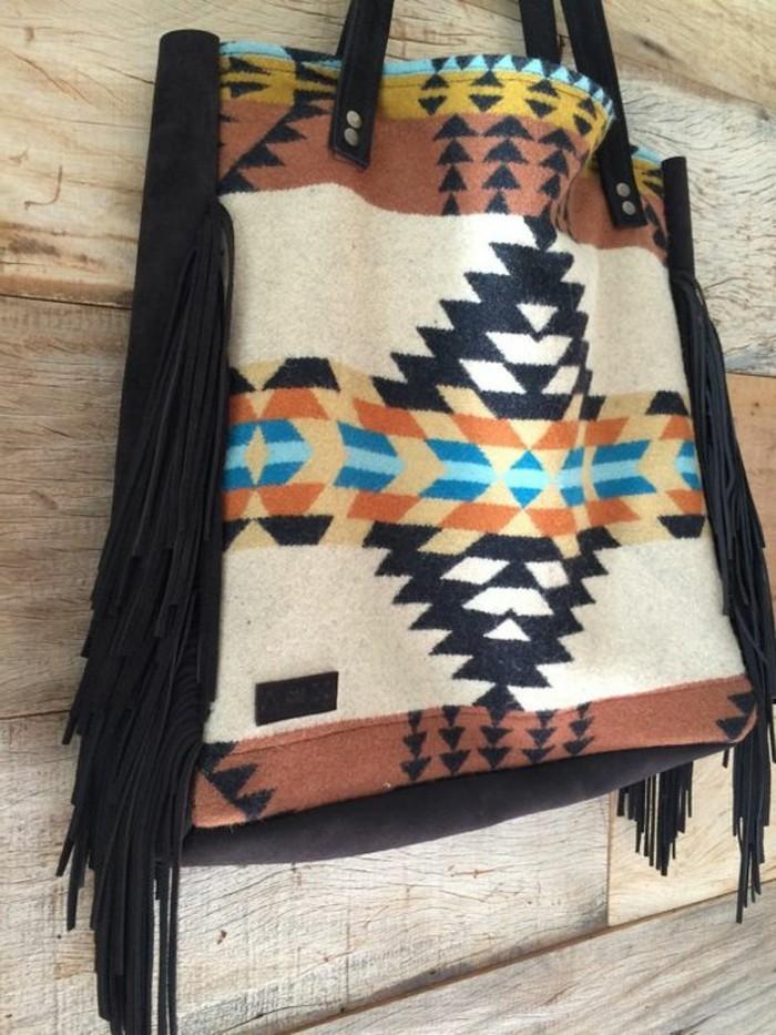 Damentasche-aus-Wolle-mit-buntem-Muster