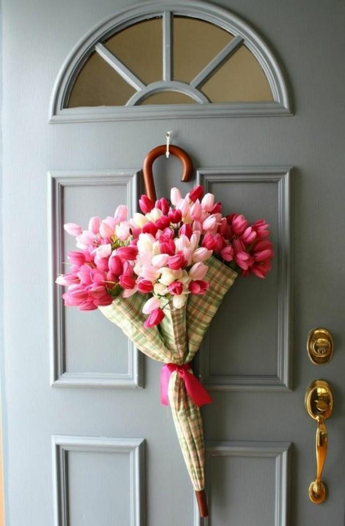 Dekoideen-Frühling-tulpen-an-der-tür
