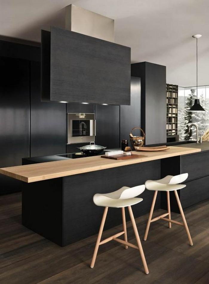 Designer-Küchenstühle-in-Weiß-schwarze-Schränke