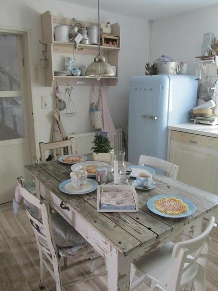 Esstisch-und-Stühle-in-vintage-Stil