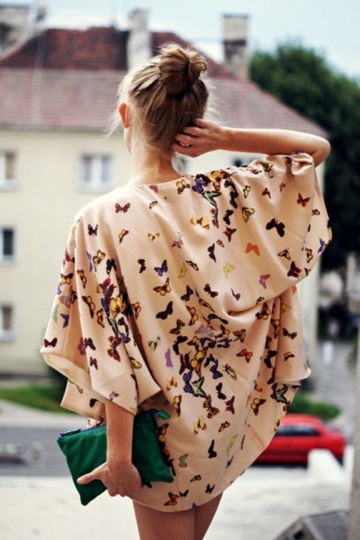 Frühlingsjacken-Damen-buntes-Modell-mit-Schmetterlinge-Muster