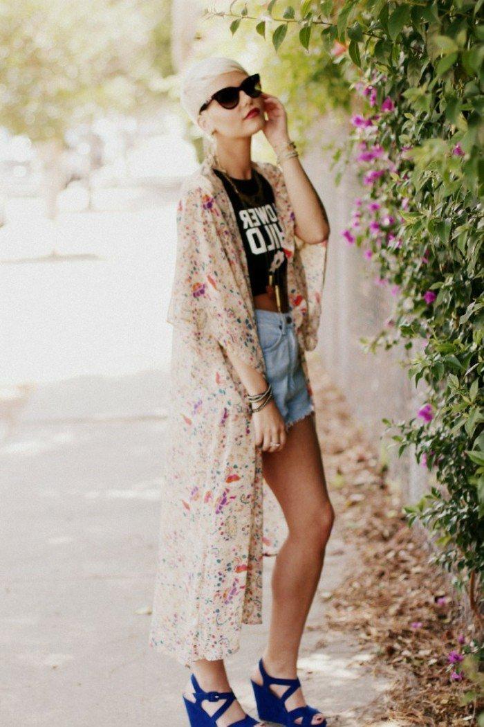 Frühlingsjacken-Damen-romantisches-Modell-mit-floralen-Motiven