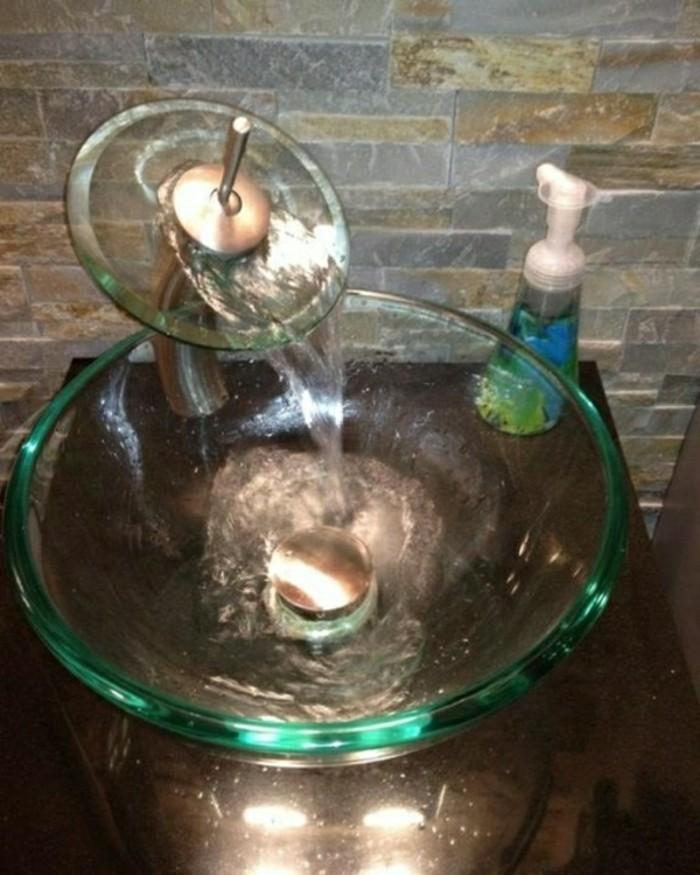 Glas-Waschbecken-und-steinwand-ideen