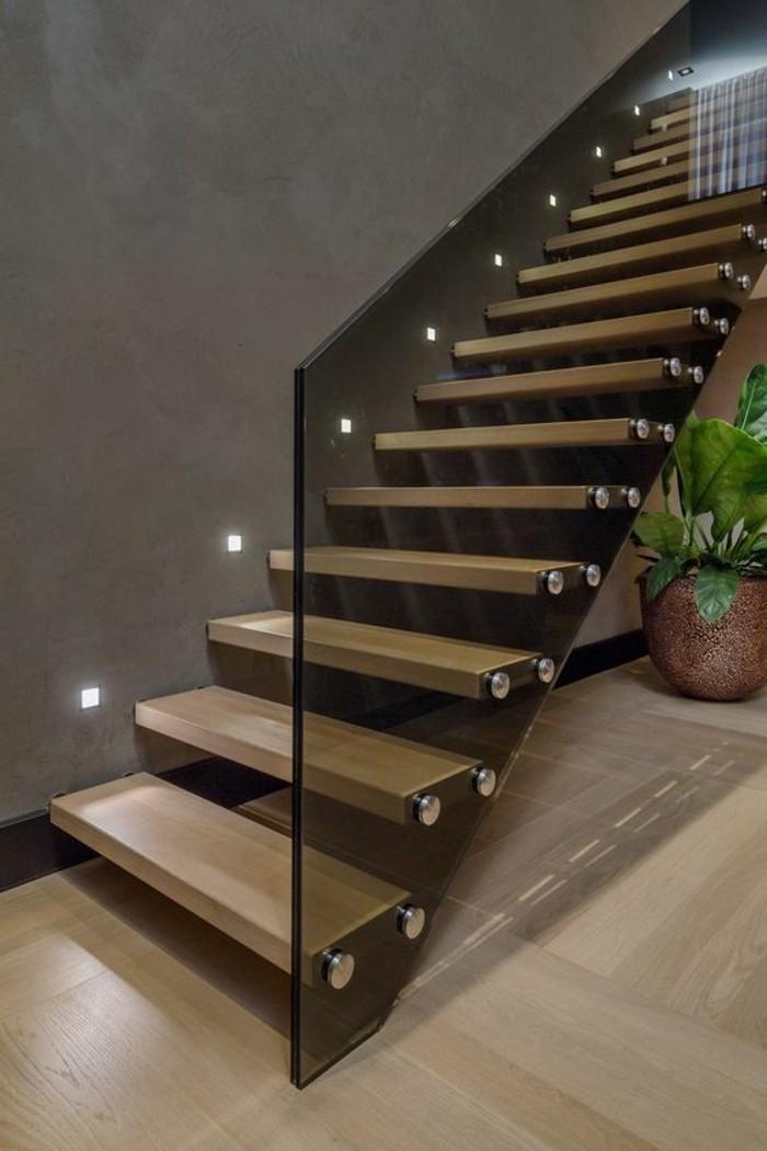 Glasgeländer-Treppe-dezent-dunkel-und-beleuchtung