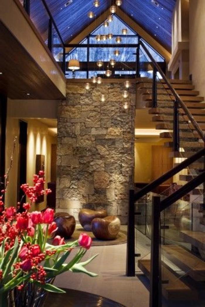 Glasgeländer-Treppe-und-steinwand