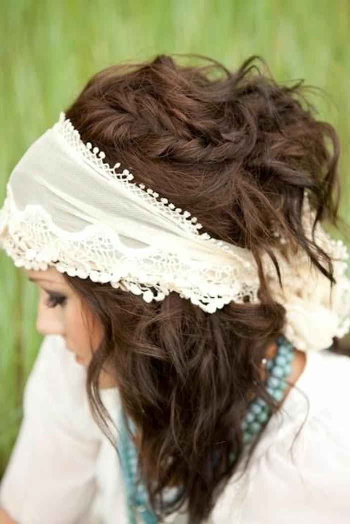 Haarschmuck-weißes-Band-mit-Dekoration