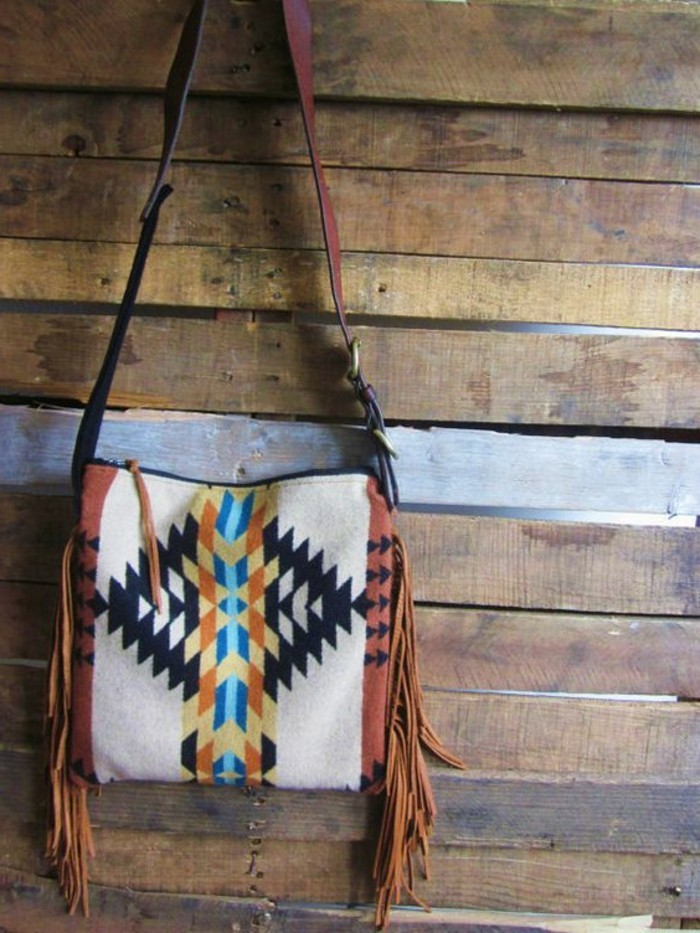 Handtasche-aus-Wolle-und-Leder-mit-Aztek-Print
