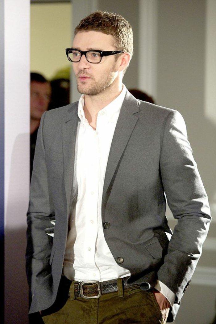 Justin-Timberlake-mit-modernen-Nerdbrillen-in-Schwarz
