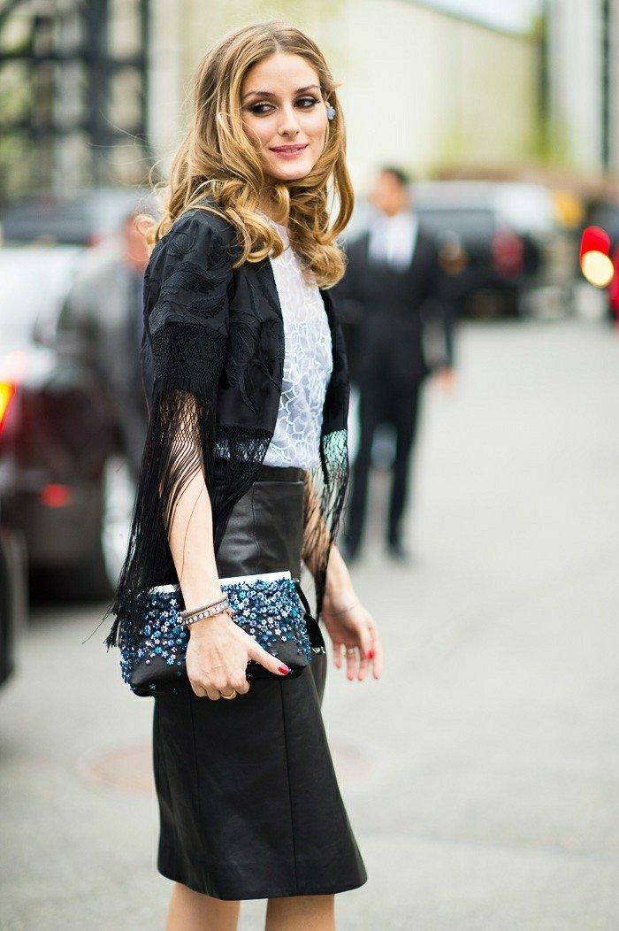 Kimono-schwarz-mit-Fransen-kombiniert-mit-Clutch