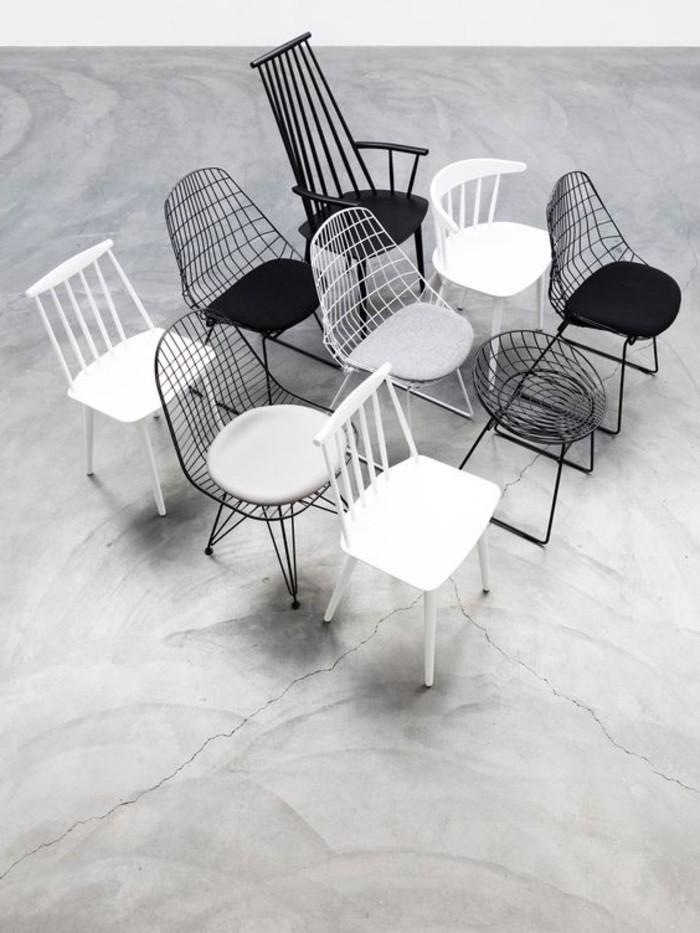 Kombination-von-weißen-und-schwarzen-Stühlen-mit-interessantem-Design