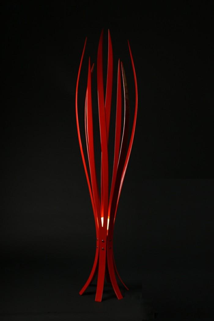 Lampe-in-roter-Farbe-mit-einzigartigem-Design