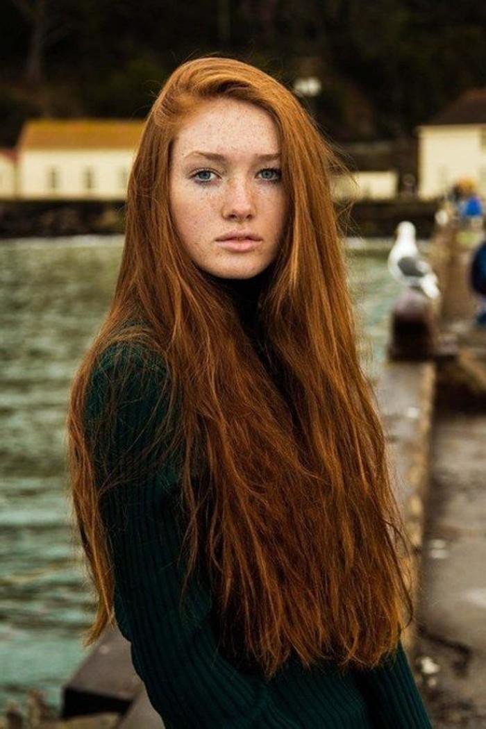 Mädchen-mit-naturaler-Kupfer-Haarfarbe