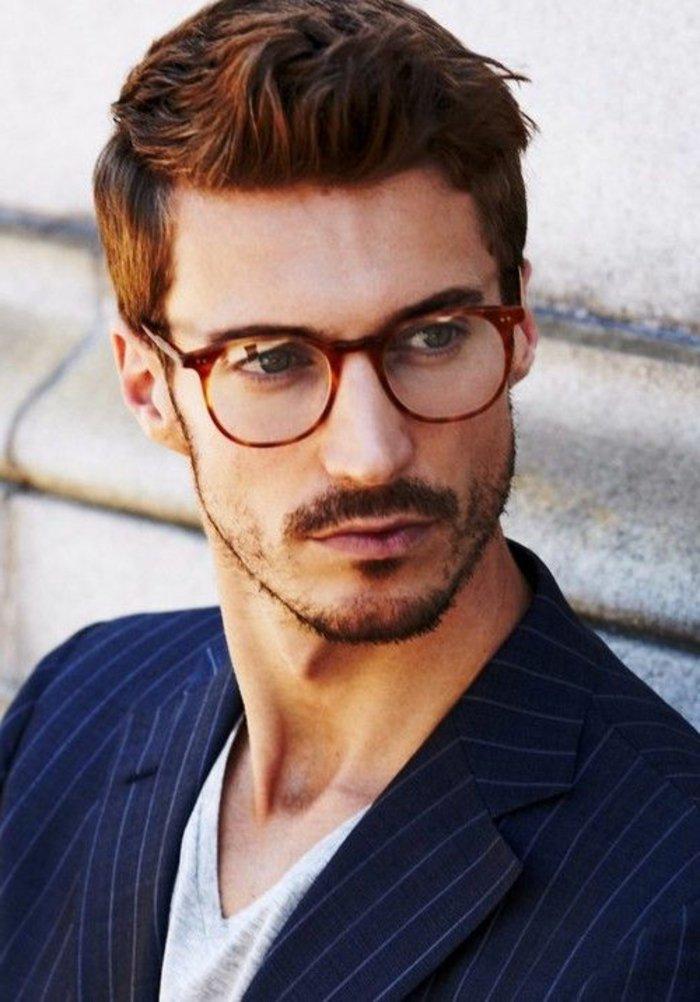 Mann-mit-schönen-retro-Brillen