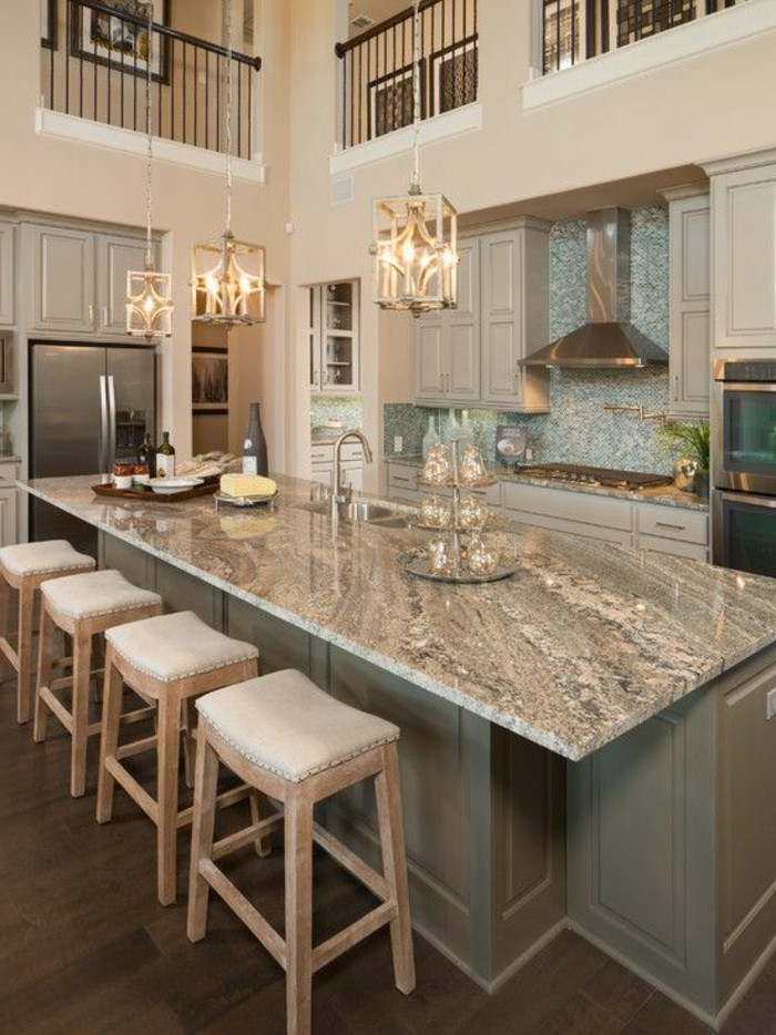 Marmor-Arbeitsplatte-grau-rustikale-küche