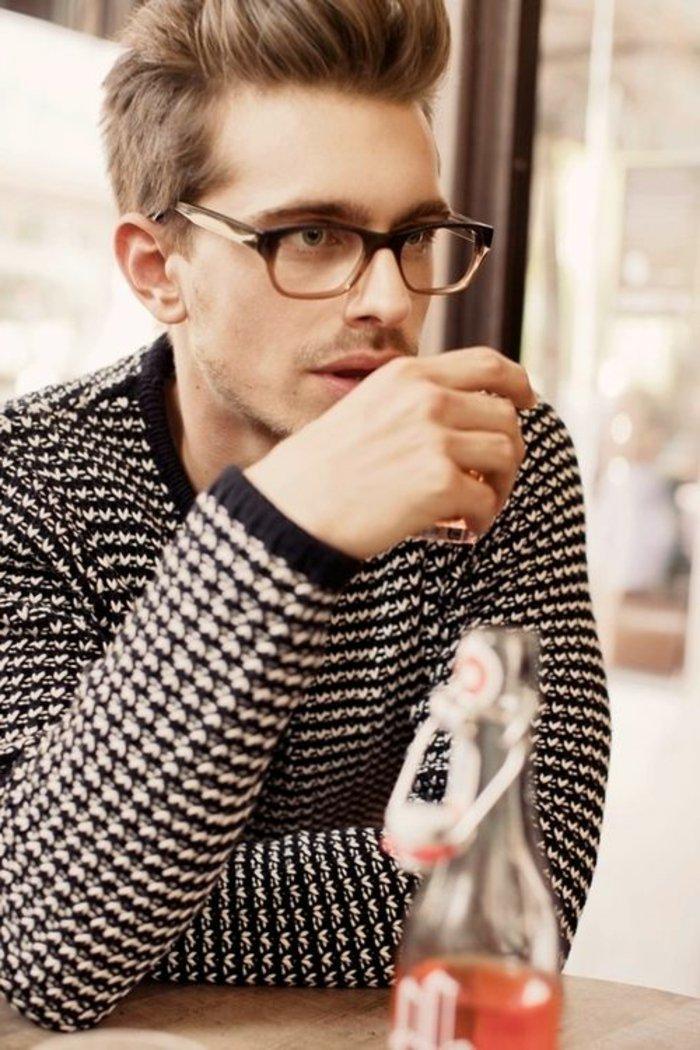 Nerdbrillen-Modell-für-Männer-totaler-Hit