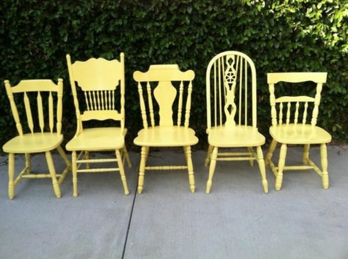 Küchenstühle-Set-aus-gelben-vintage-Stühlen