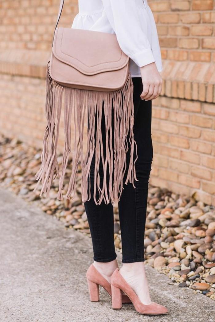 Set-aus-rosa-Accessoires-Schuhe-mit-Absatz-und-Damentasche