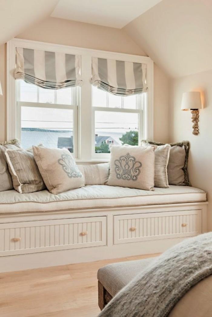 Sitzecke-am-Fensterbank-blau-weiß