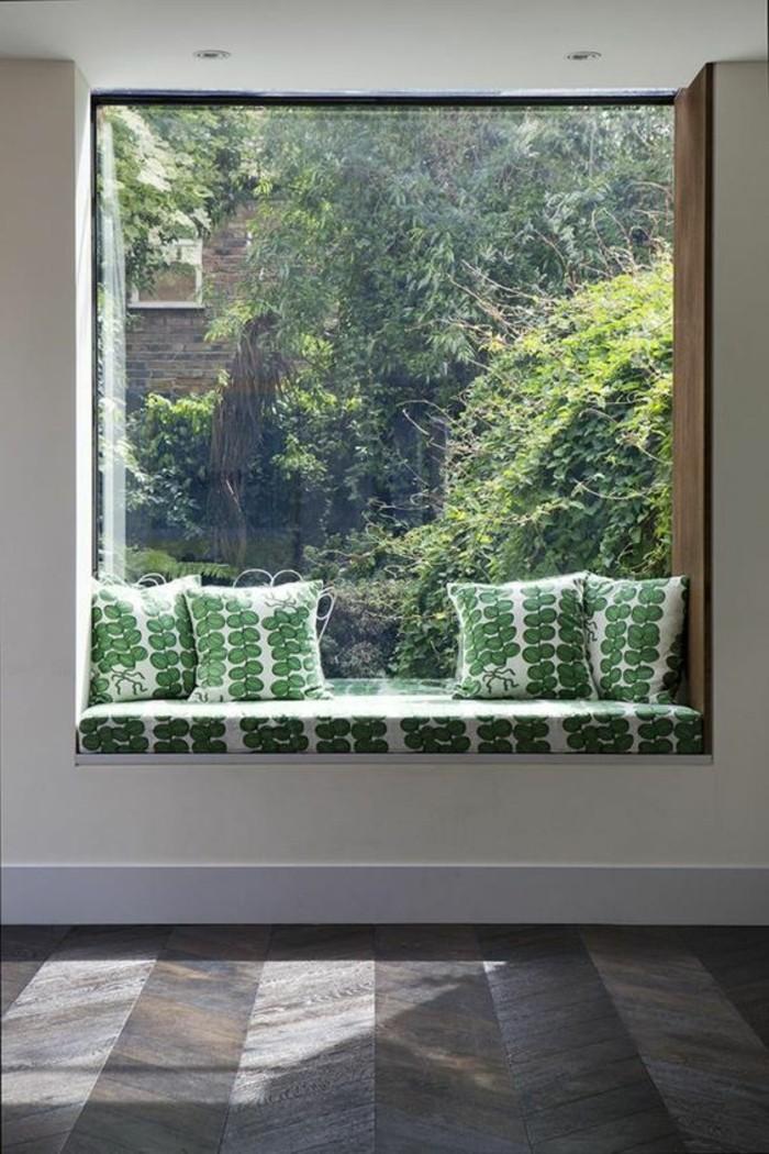 Sitzecke-am-Fensterbank-grüne-kissen