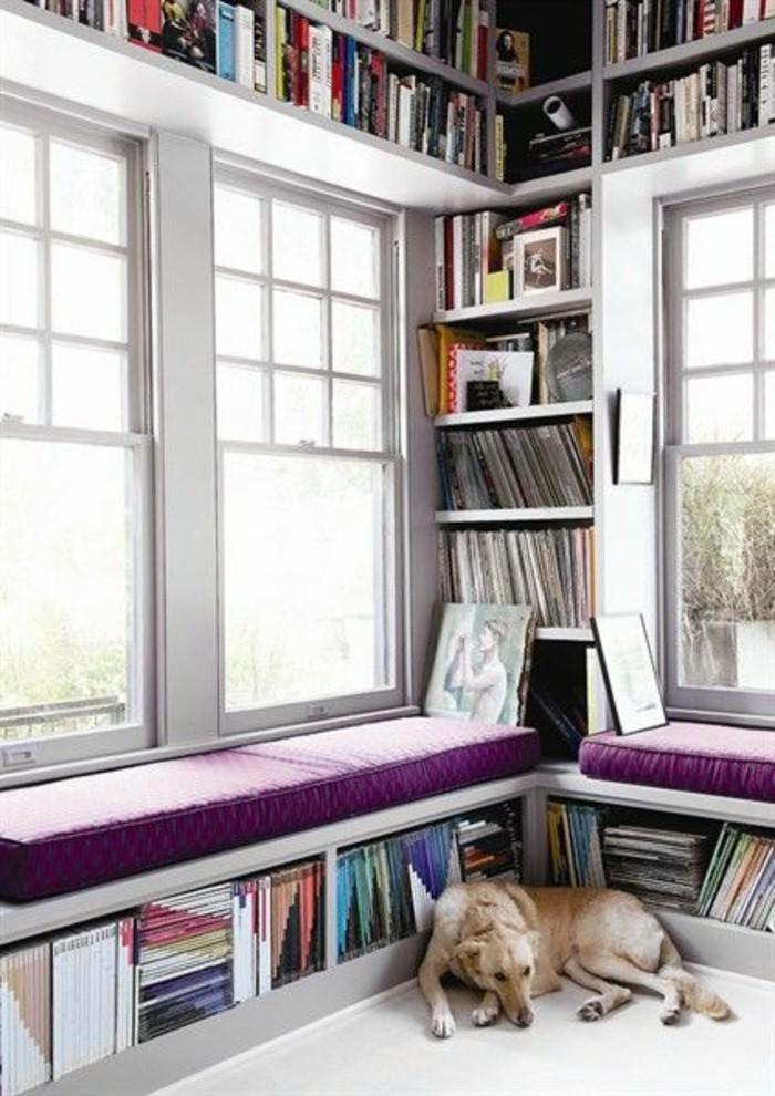 Sitzecke-am-Fensterbank-und-bücher-regale