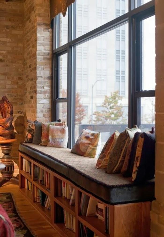 Sitzecke auf der Fensterbank, um den Blick nach Außen zu genießen