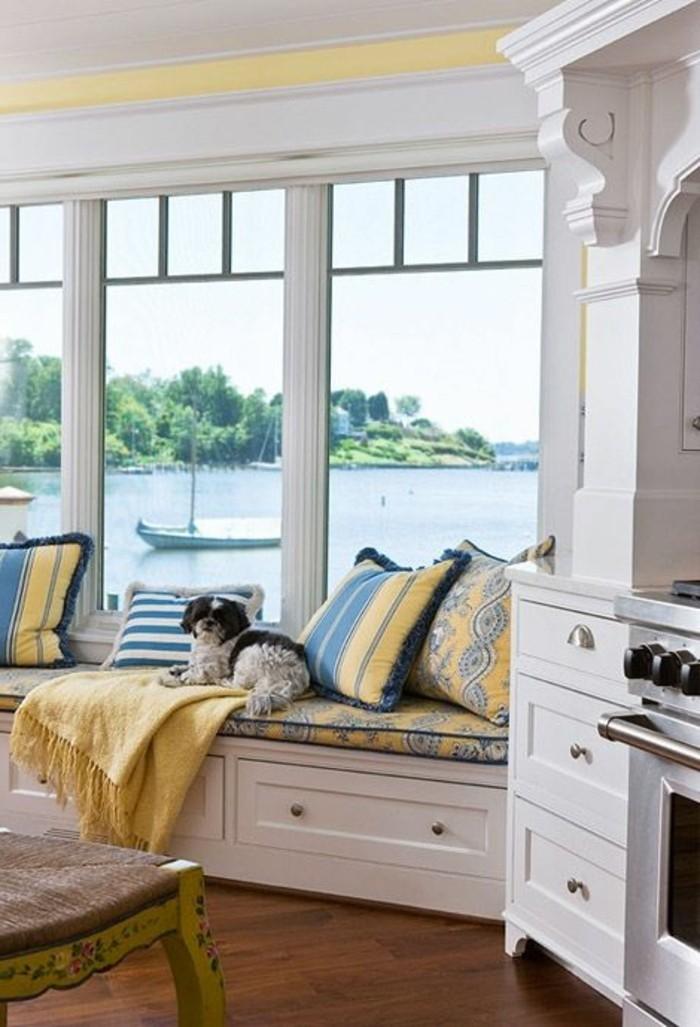 Sitzecke-auf-der-Fensterban-