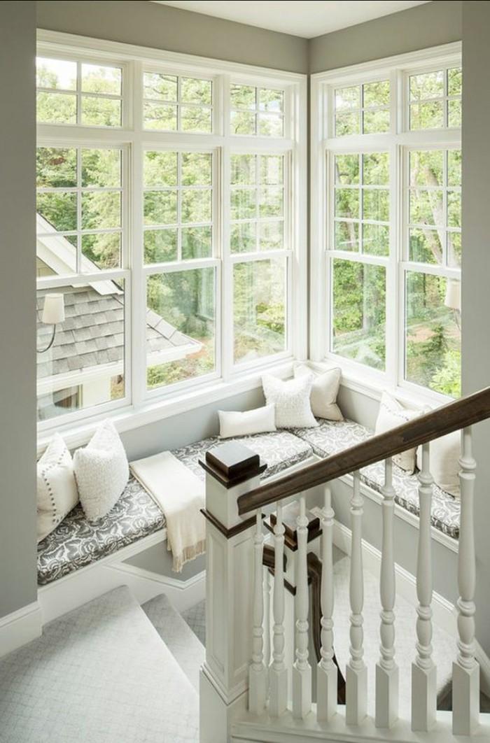 Sitzecke-auf-der-Fensterban-Haus
