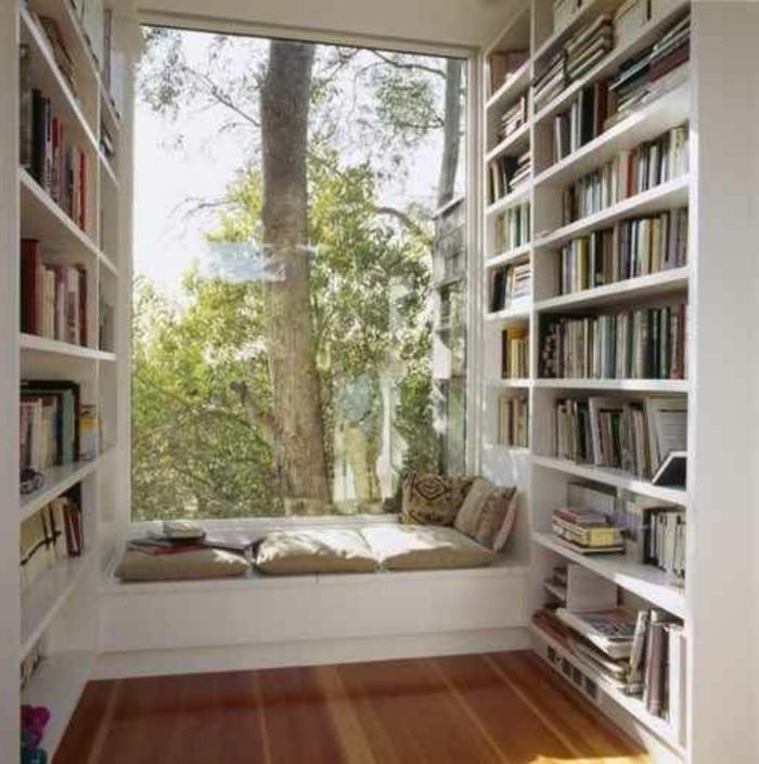 Sitzecke-auf-der-Fensterban-leseraum