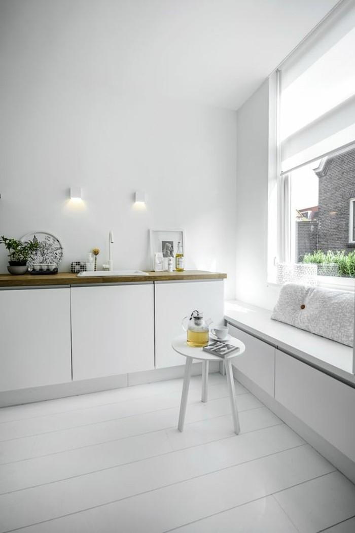 Sitzecke-auf-der-Fensterban-minimalistisch