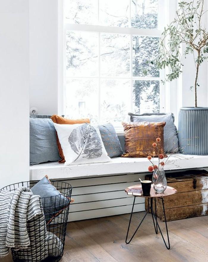 Sitzecke-auf-der-Fensterban-stein