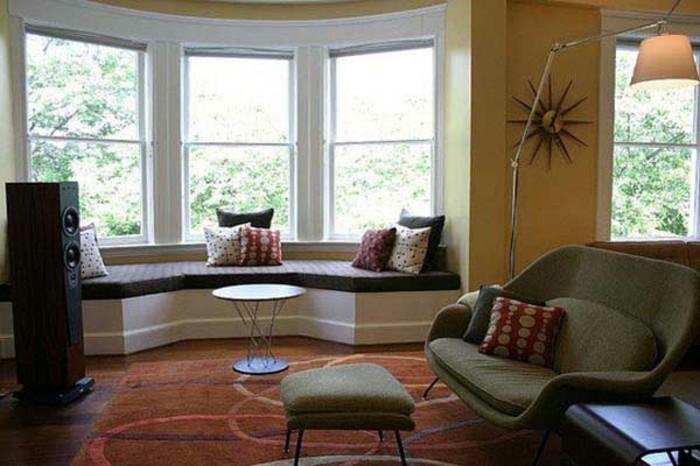 Sitzecke Auf Der Fensterbank Gelbe Wand