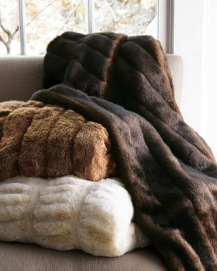 Tagesdecken-für-Betten-braun
